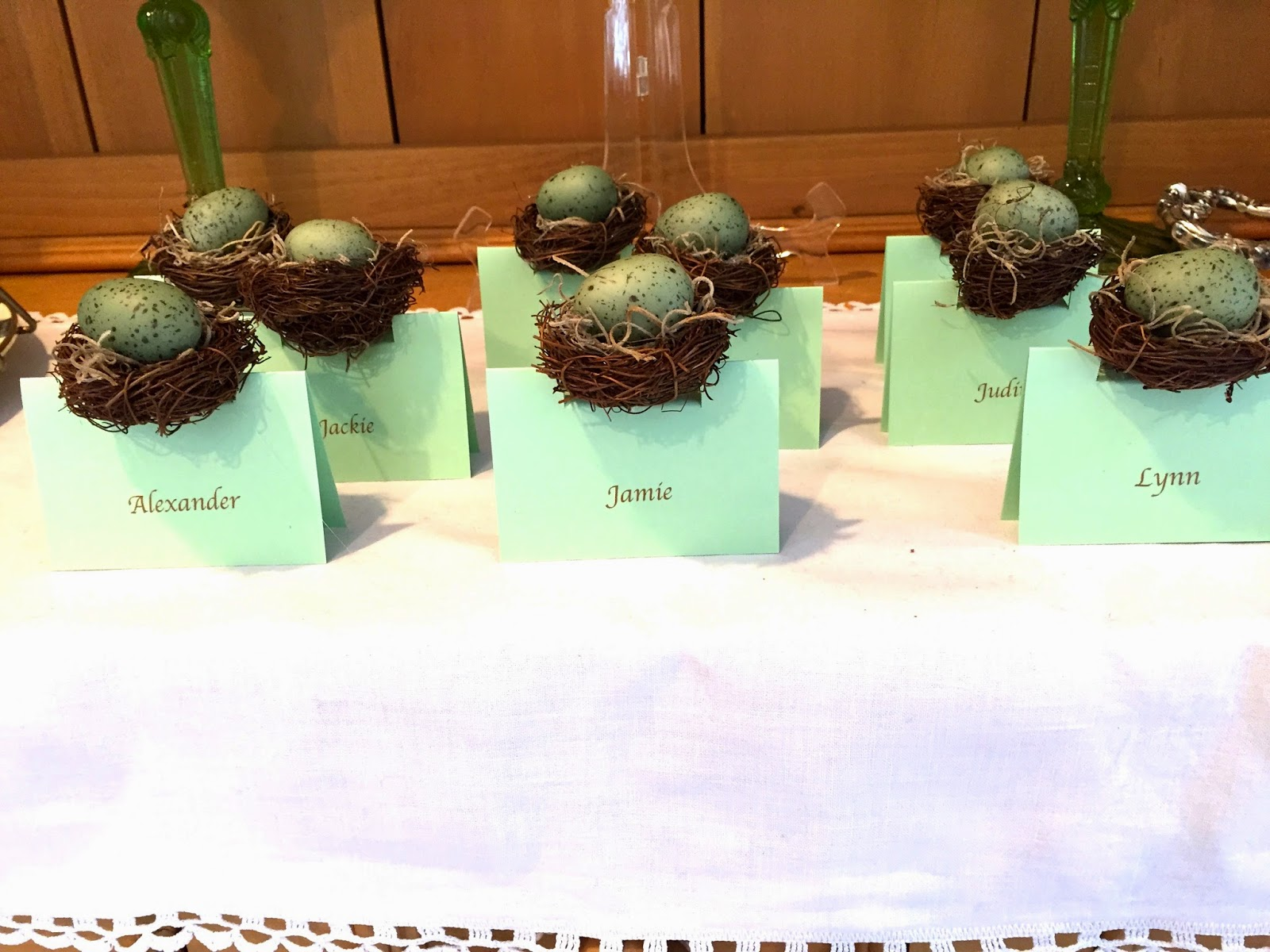 these spring themed place cards are perfect for easter or any other spring dinner party